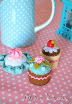 felt cupcakes, little girls would love these in their make believe kitchen