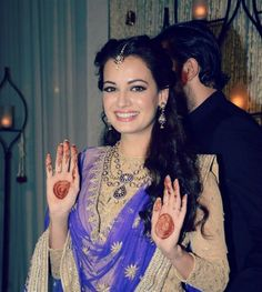 Dia Mirza's simple mandala bridal henna.