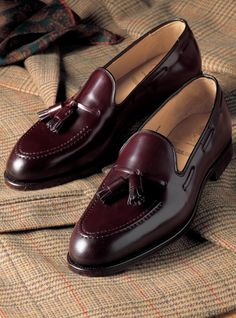 Advice When Shopping For The Designer Shoes. If you are a picky person who is totally consumed by the wide variety of remarkable designs of the designer shoes, then you are not alone. Suit Shoes, Men's Shoes, Shoe Boots, Dress Shoes, Dress Loafers, Best Shoes For Men, Formal Shoes For Men, Loafer Shoes, Loafers Men