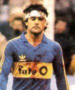 José Luis Brown.Campeón Mundial con la Selección Argentina en FIFA World Cup México 1986. Campeón con Estudiantes de La Plata en Torneo Metropolitano 1982 y Torneo Nacional 1983.