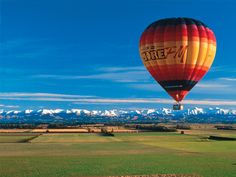 Take to the skies above New Zealand to see things in a whole new perspective. Try helicopter rides, scenic flights, and air activities like sky diving in New Zealand. Canterbury, Air Balloon Rides, Hot Air Balloon, Flying Balloon, Over The Rainbow, Asa Delta, Balloon Flights, Air Ballon, New Zealand Travel
