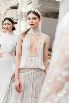 Attention, 2019 Brides: These Will Be The Year's Biggest Bridal Beauty Trends Bohemian Wedding Dresses, Bridal Dresses, Wedding Gowns, Wedding Mandap, Wedding Stage, Wedding Receptions, Bridal Fashion Week, Bridal Beauty, Bridal Makeup