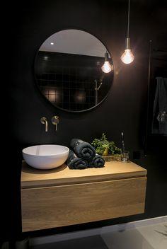 Bad Set, Hexagon Tiles, Wainscoting, Bathroom Flooring, Bathroom Inspiration, Future House, Sweet Home, New Homes, Mirror