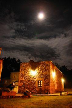 Casa do Batan (Lugo, España) Countryside, Philippines, Celtic, Places To Visit, Cottage, Sunset, Boutique, Html, Moon
