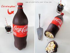TUTO ici : http://missbricole.over-blog.com/2015/10/tuto-gateau-bouteille-de-coca-cola.html