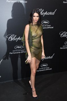 ( *`ω´) ιf you dᎾℕ't lιkє Ꮗhat you sєє❤, plєᎯsє bє kιnd Ꭿℕd just movє ᎯlᎾng. Kendall Jenner Photos, Kendall Jenner Outfits, Kylie Jenner, Sexy Outfits, Sexy Dresses, Tight Dresses, Good Looking Women, Celebrity Dresses, Hottest Models