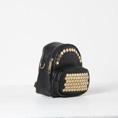 Mochila con tachas planas y bolsillo delantero. Negro — Symphorine
