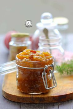 Apple and Raisin Chutney Recipe is a British style savory spread made with apples and raisin and a hint of cinnamon that provides the much required warmth. Easy Apple Chutney Recipe, Fruit Chutney Recipe, Chutney Recipes, Cooking For Two, Easy Cooking, Cooking Recipes, Peach Chutney, Raisin Recipes, Homemade Food Gifts