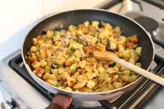 Aardappeltjeschotel met spek en prei Easy Healthy Recipes, Easy Meals, Tasty, Yummy Food, Paella, Macaroni And Cheese, Curry, Food And Drink, Soup