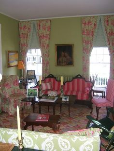 Living Room Pink And Green Design, Pictures, Remodel, Decor and Ideas - page 4 Victorian Living Room, Victorian Interiors, Victorian Decor, Victorian House, New Living Room, Living Room Decor, Dream House Interior, Green Rooms, Decorating Your Home