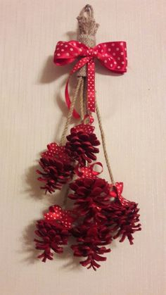 the one thing you must do before decorating with pine cones Pine Cone Art, Pine Cone Crafts, Pine Cones, Christmas Wreaths, Christmas Crafts, Christmas Decorations, Christmas Ornaments, Holiday Decor, Hobbies And Crafts