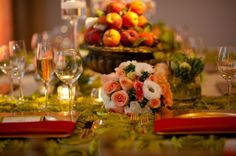 We are in love with this table setting. So romantic.
