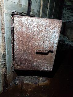 Atlantikwall Regelbau - Radar Bunker with Socket for Wassermann S Radar Abandoned Buildings, Abandoned Places, Secret Bunker, Bunker Hill Monument, Doomsday Bunker, Underground Shelter, Doomsday Preppers, Safe Room, Nuclear War