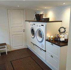 Maquina de lavar em cima de uma gaveta!