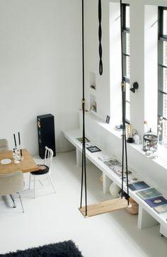 De bankjes onder het raam zijn een goed idee voor mijn nieuwe piepkleine woonkamer....