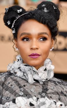 Looks like Janelle Monáe has found her signature look. For the 2017 SAG Awards Janelle Monáe hit the red carpet Sunday evening with her new go-to hairstyle: a whimsical updo adorned with sparkly floral jewels. Kevin Costner, Locs, Curly Hair Styles, Natural Hair Styles, Summer Beauty, Portraits, Beautiful Black Women, Beauty Trends, Pretty People