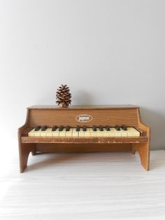 1980s Children's Vintage Wooden Jaymar Playing Piano Toy // Working Condition