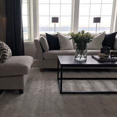"Linda on Instagram: ""Rainy weekend☔️☕️ Innekos med familien samlet🖤 • • • • • • • #interiordesing #livingroominspo #myhomedesign #scandinavianhome…"" Interior Desing, My Home Design, Scandinavian Home, Couch, Living Room, Table, Furniture, Instagram, Home Decor"