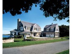 Can't handle how badly I would love to live in this home. #marthasvineyard