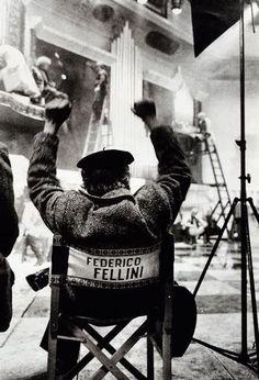 """"""" Non c'è inizio né fine - esiste solo l'infinita passione per la vita """" ( Federico Fellini )"""