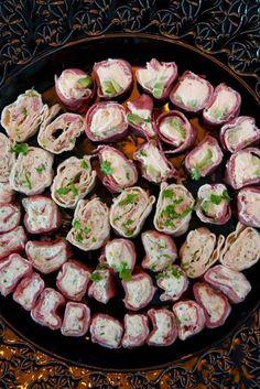 Små rackarns goda tilltugg! Tapas, Kiri, Swedish Recipes, Party Food And Drinks, Tortilla, Dessert For Dinner, Different Recipes, Afternoon Tea, I Foods