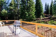 Tahoe Donner Mountain Retreat Truckee (California) Tahoe Donner Mountain Retreat is a holiday home is set in Meadow Lake Park and is 41 km from Reno. The unit is 50 km from South Lake Tahoe. Free WiFi is provided throughout the property.  The unit is fitted with a kitchen.