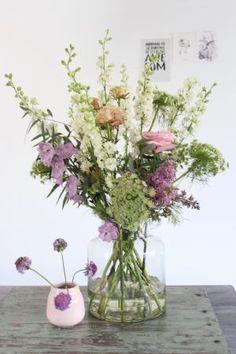 Spring bouquet by Judith Slagter // judithslagter.nl Flowers In Jars, Flowers For You, Simple Flowers, Green Flowers, Love Flowers, Floral Flowers, Flower Vases, Spring Flowers, Wild Flowers