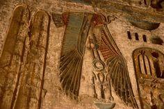 Nekhbet the vulture goddess clutching shen. The shen symbol ...