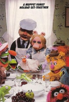 The Muppets do Norman Rockwell's iconic painting, Freedom from Want. Jim Henson, Norman Rockwell Thanksgiving, Freedom From Want, Norman Rockwell Art, Fraggle Rock, The Muppet Show, Marionette, Famous Artwork, Miss Piggy