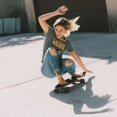 The largest selection of new skate board outfit in supply now. Style Outfits, Mode Outfits, Tomboy Outfits, Sport Outfits, Skater Girl Style, Skater Girl Outfits, Skate Style Girl, Moda Skate, Girls Skate