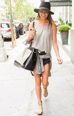 chrissy-teigen-street-style-grey-t-shirt-hat-casual