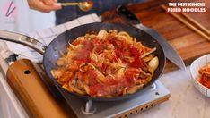 The BEST Kimchi Fried Noodles Recipe & Video - Seonkyoung Longest Kimchi Noodles, Kimchi Fried Rice, South Korean Food, Korean Street Food, Traditional Kimchi Recipe, Vegan Kimchi Recipe, Fried Noodles Recipe, Vietnamese Recipes, Vietnamese Food
