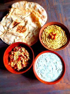 Mezze grecs (houmous,Tzatziki,Ktipiti, etc. Tzatziki Sauce Recipe Easy, Tzatziki Recipes, Greek Recipes, Raw Food Recipes, Veggie Recipes, Vegan Food, Moussaka, Hors D'oeuvres, Tapas