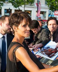 http://www.short-haircut.com/wp-content/uploads/2016/10/Halle-Berry-Medium-Pixie.jpg