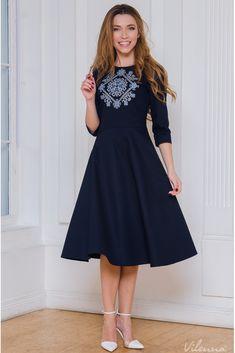 Сукня-футляр з вишивкою на грудях • колір  темно-синій • інтернет магазин 267e3acbc57c3