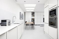 Clean, moden kitchen.  #architecture #realestate #interior #ambience #houses #interieur #styling #realestatephotography #kitchen #diningroom #decoration