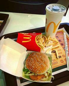 Mcdonalds Tumblr, Sleepover Food, Snap Food, Food Snapchat, Food Is Fuel, Food Goals, Aesthetic Food, Food Cravings, Street Food