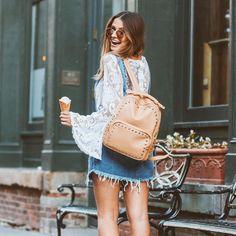 """Victória Rocha no Instagram: """"Detalhes do look  Mochila maravilhosa da @bolsa150. Tem sido minha maior companheira aqui. Cabe tudo que preciso pra ficar batendo perna o dia todo, apesar de ser bem compacta, por isso gosto tanto Ah, dica da vida: a maioria das bolsas desse site custam R$150  www.bolsa150.com.br TENHO VÁRIAS, e amo a qualidade!"""""""