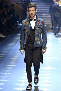 Dolce & Gabbana Fall 2017 Menswear Fashion Show Collection: See the complete Dolce & Gabbana Fall 2017 Menswear collection. Look 51 Fashion Brands, Fashion Show, Luxury Fashion, Mens Fashion, Fashion Styles, Devil Wears Prada, Gossip Girl, Gq, Dolce And Gabbana 2017