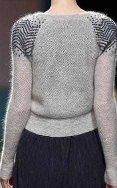 sita murt - shoulder detail