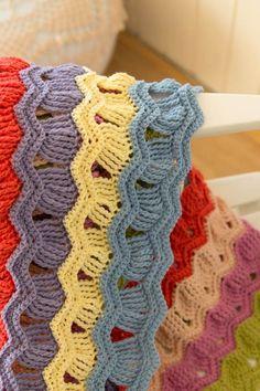 wink-acreativebeing-vintage-fan-ripple-crochet-afghan-blanket-1