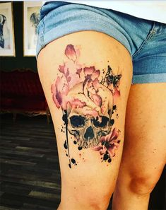 Trash polka flowers covered skull tattoo on thigh for adventurous women, Trash Polka Blumen bedeckt Schädel Tattoo. Cool Tattoos, Hip Tattoos Women, Tattoos, Tattoos For Women, Trendy Tattoos, Leg Tattoos, Tattoo Fonts, Hip Tattoo, Stomach Tattoos