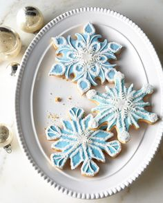 FROSTED ART BAKERY Six Decorated Snowflake Cookies