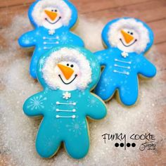 Playing in the snow!snowmen in snowsuits ~ decorated snowman cookies for white Christmas, winter snow days. Snowman Cookies, Christmas Sugar Cookies, Cute Cookies, Holiday Cookies, Cupcake Cookies, Christmas Desserts, Christmas Treats, Iced Cookies, Royal Icing Cookies