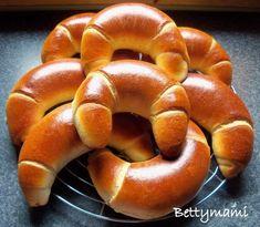 Édes töltött kiflik kovásszal | Betty hobbi konyhája Winter Food, Bagel, Nutella, Bread, Brot, Baking, Breads, Buns