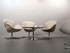 Arne Jacobsen-  Original Swan Chair für Fritz Hansen 2007, Beige  www.frankfurt-minimal.de