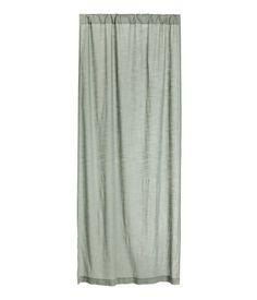 Mattgrün. Vorhangschal aus Baumwolle mit Flammenstruktur. Enthält einen Vorhangschal.