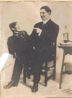 33 Creepy Vintage Portrait Photos of Ventriloquists and Their Dummies