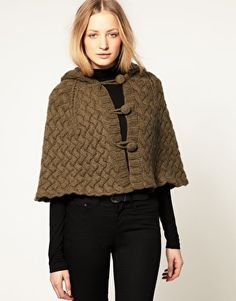Lowie Knitted Cape