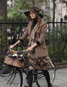 I want to bike around London in this outfit.
